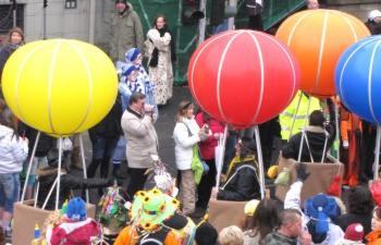 Riesen-Luftballons zu Karneval und Fasching